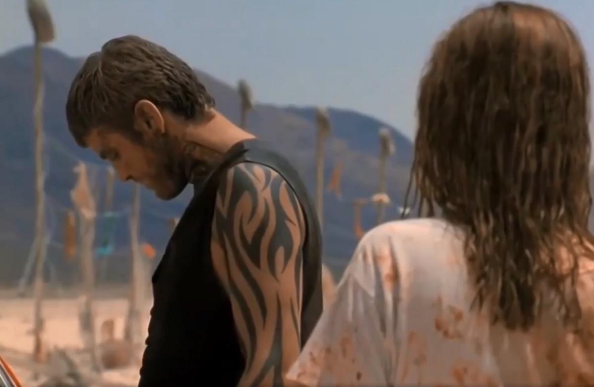 Татуировки с узорами в стиле tribal стали очень популярны после выхода фильма «От заката до рассвета»