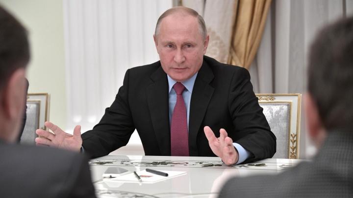 «Большое вам спасибо за развитие страны»: Владимир Путин встретился с Рустэмом Хамитовым в Кремле