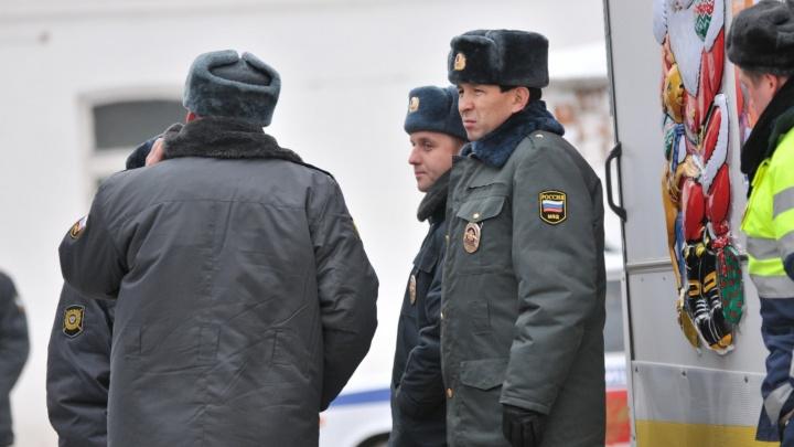 В Екатеринбурге из ремонтной мастерской военных угнали КамАЗ