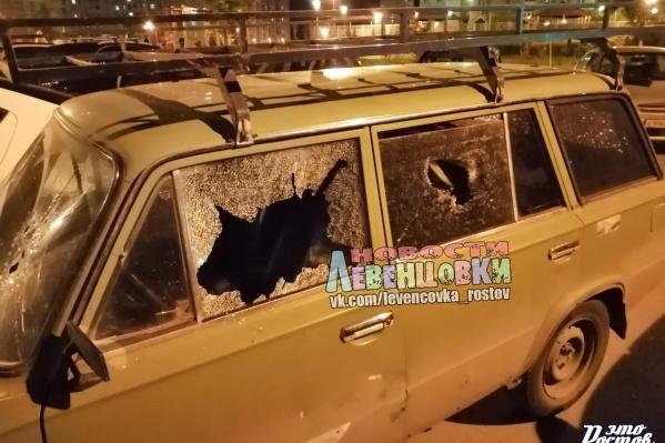 Дебоширка побила стекла автомобиля