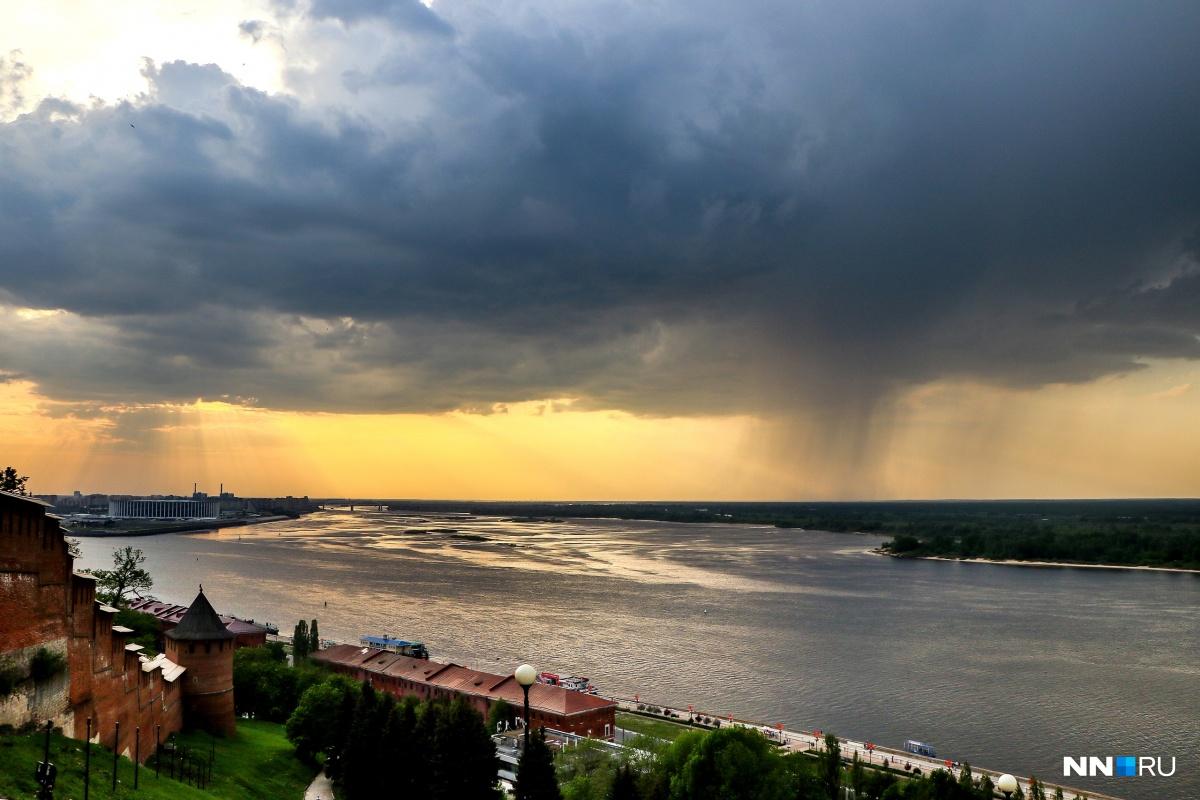 Тучи несут дожди и грозы в Нижегородскую область