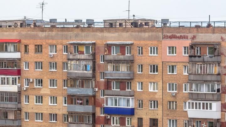 Тело 74-летнего жителя Новокуйбышевска обнаружили рядом с многоэтажкойна улице Свердлова