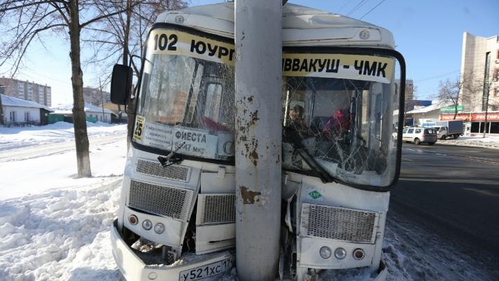 Пострадали двое: в Челябинске произошла авария с участием маршрутки