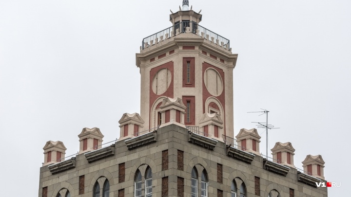 Золотой Ленин, «жёлтый дом» и лифт губернатора: к чему прикасались фирмы из дела о ремонте «Ролика»