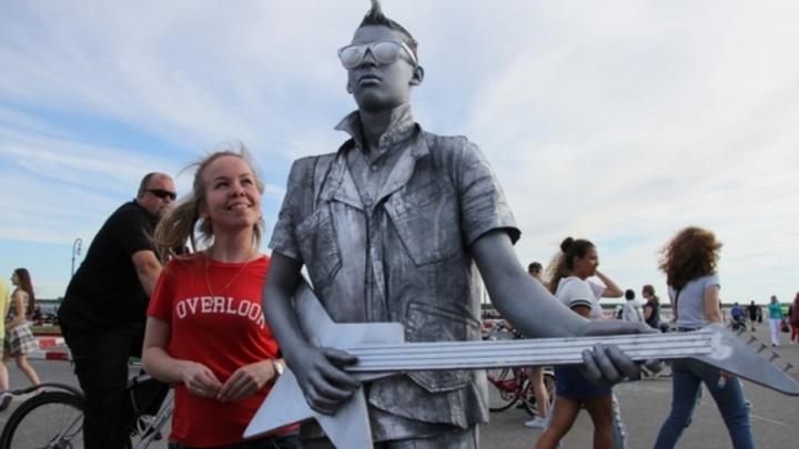 Танцы и летнее тепло: как Архангельск отмечал День молодежи