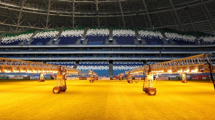 Газон «Самара Арены» прогревают осветительными приборами перед матчем с «Ростовом»