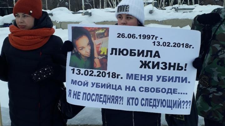 «Она была жестоко покалечена»: новосибирцы собрались в Первомайском сквере из-за громкого ДТП