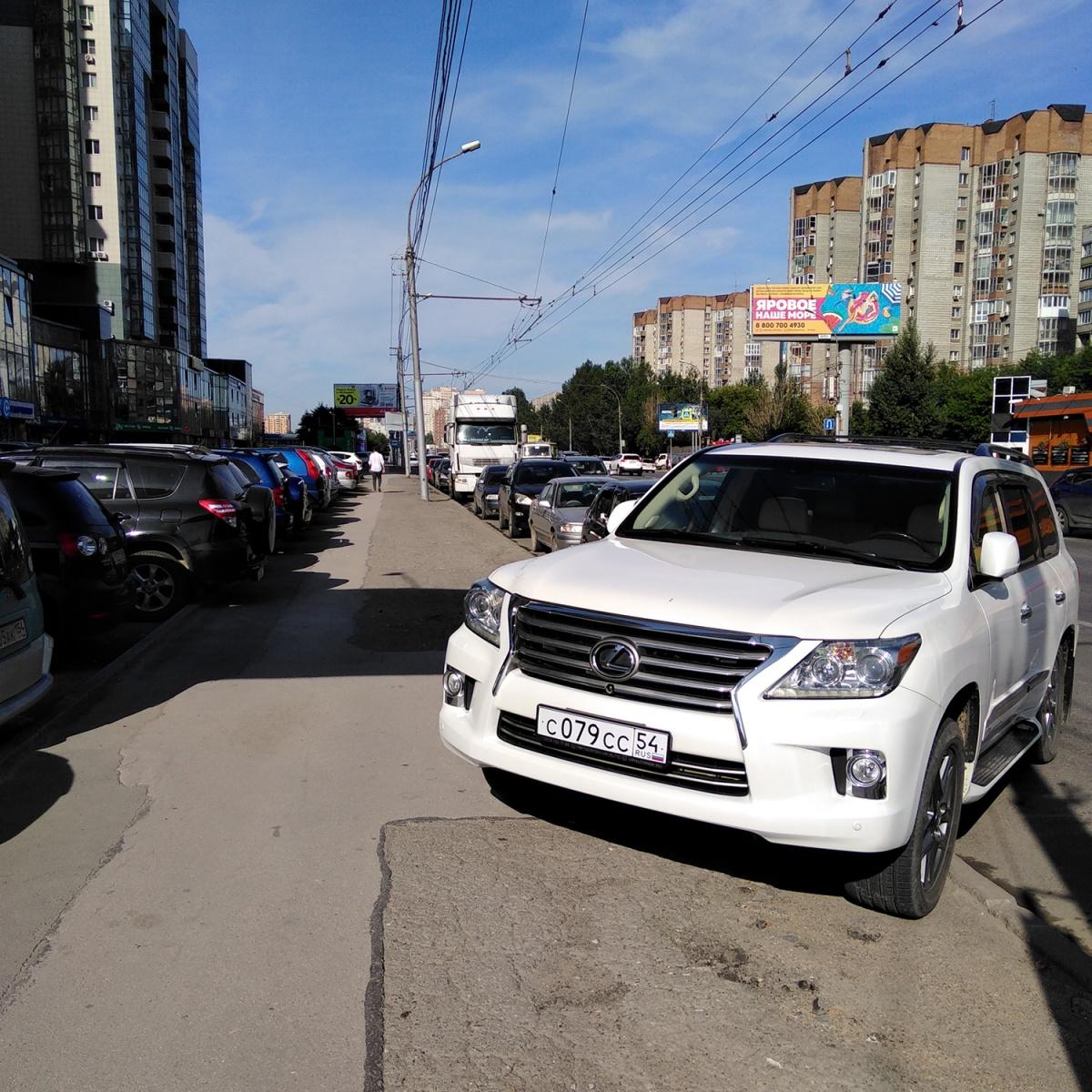 «Я паркуюсь как чудак»: Lexus ССС — руки прочь, я тут стою