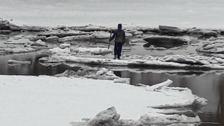 В Самарской области ребенка унесло на льдине на середину залива