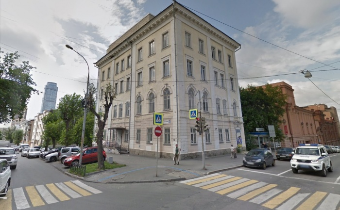 Это здание построил известный меценат Илья Маклецкий, и до 2018 года его занимала детская больница