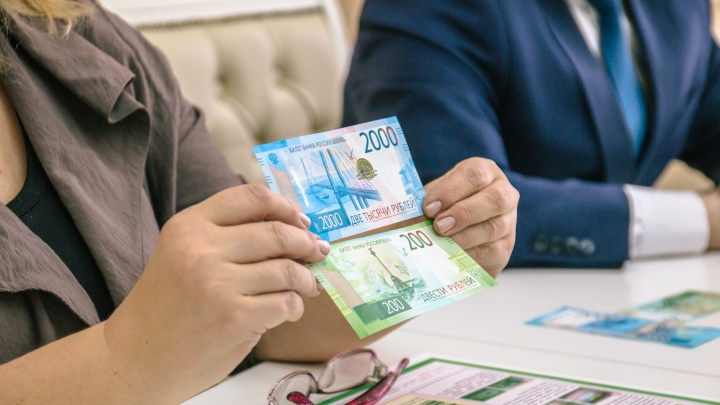 «Слушайте хруст»: жителей Самарской области предупредили об увеличении числа фальшивых денег