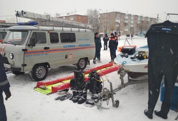 Укушенного собакой дорожника спасатели доставляли к скорой на снегоходах