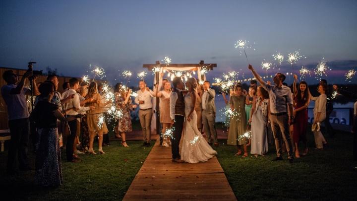 Тюменцы сыграли свадьбу в эфире нового шоу на канале «Пятница». Смотрим, как это было