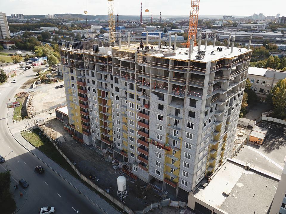 Монолитные работы ведутся на уровне 14-го этажа «сапфировой» новостройки