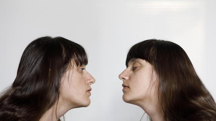 Худела и повторяла позы моделей: в Екатеринбурге покажут фотографии, автор которых снимает сама себя