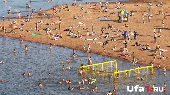 Знойный июль в Уфе: мокрое побоище, открытие моста и затмение красной Луны