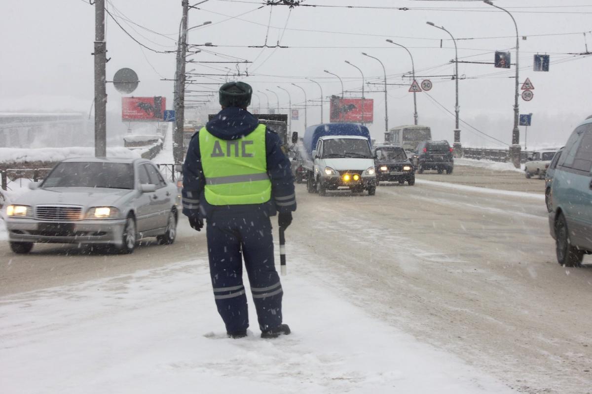 Полицейские спасли 18 замерзающих пассажиров