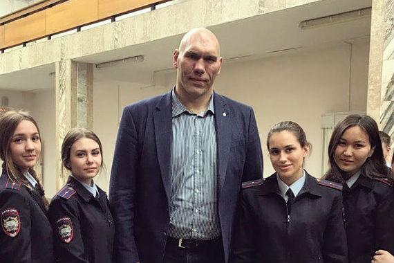 Омскую академию МВД посетил Николай Валуев