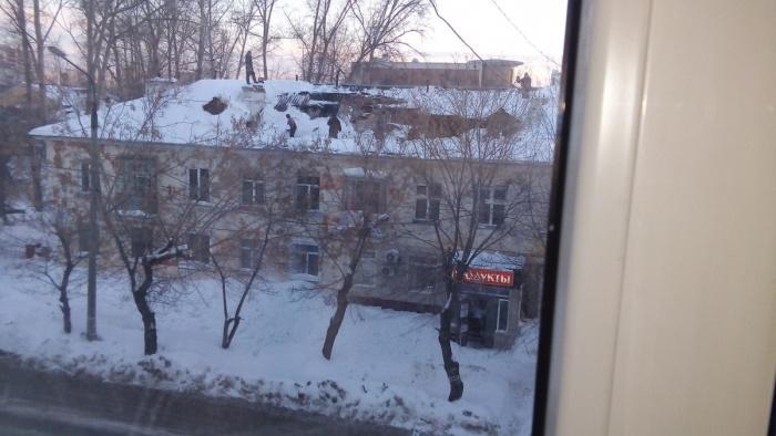 Крыша 30-квартирной трёхэтажки обрушилась зимой под тяжестью снега