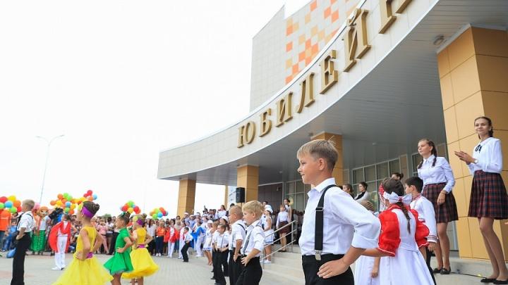 Бросить все и уехать: Урюпинск отмечает свое 400-летие козьим шоу и открытием нового ДК
