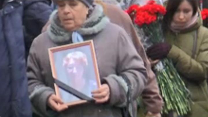 В Нижнем Новгороде простились с Еленой Калининой, погибшей в страшной аварии на улице Горького