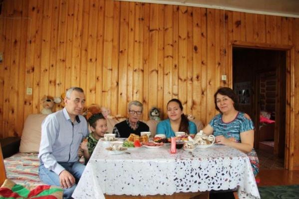 В приемной семье пенсионеры чувствуют себя гораздо лучше