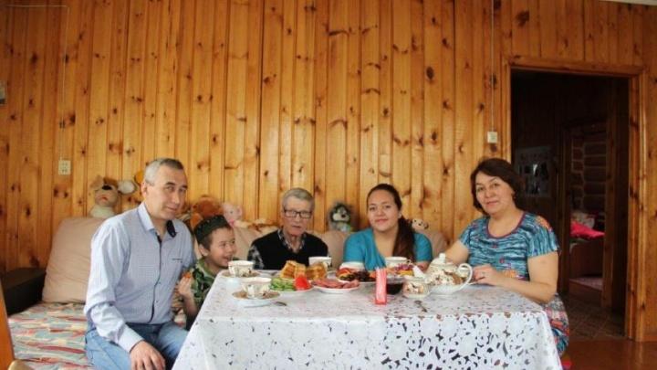 В Башкирии ищут приемные семьи пенсионерам
