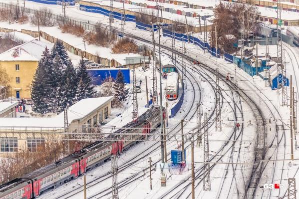 Жителей просят не ходить по железнодорожным путям