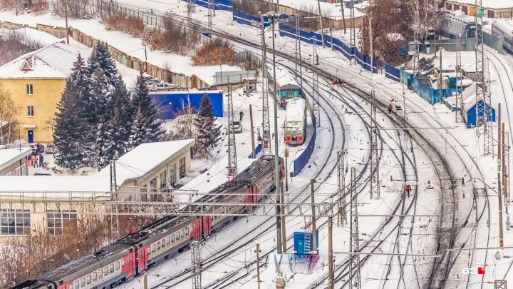 Не услышала поезд: на железной дороге в Отрадном погибла женщина