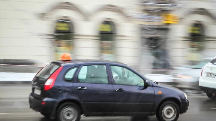 Матерью забытого в такси малыша займутся органы опеки