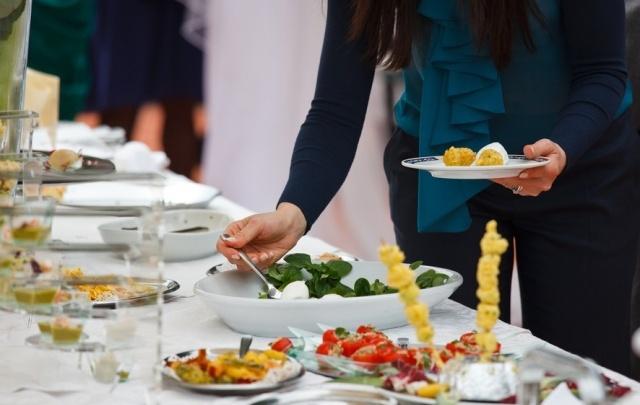 В Волгограде потратят полмиллиона на питание для дорогих гостей