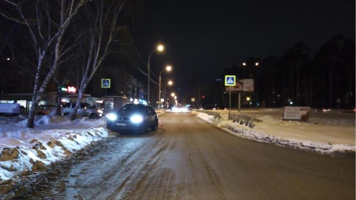 В ДТП на улицах Екатеринбурга пострадали две девочки, обеих увезли в больницу