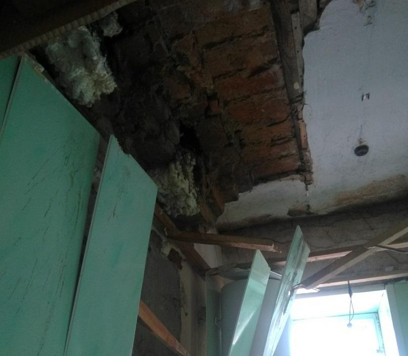 В квартире, где произошло ЧП, проживают двое детей, беременная женщина и её муж