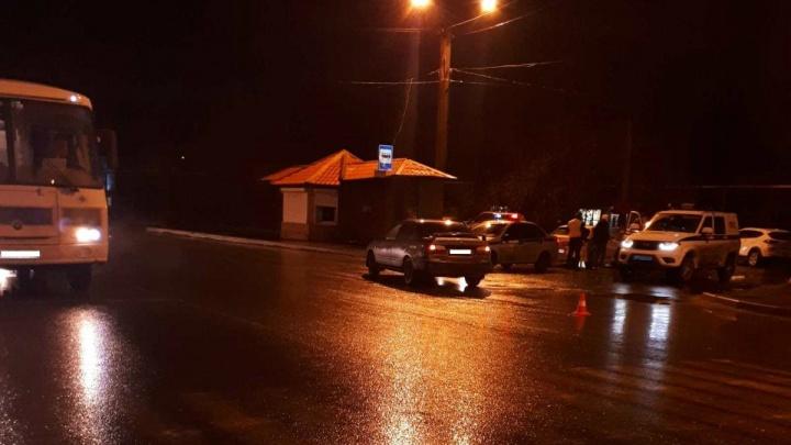 В Кургане сбили пешехода, переходившего дорогу по светофору