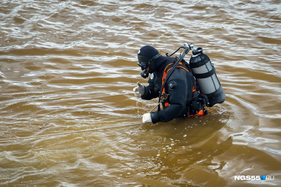 Тело, найденное под метромостом, омская милиция отправила вморг