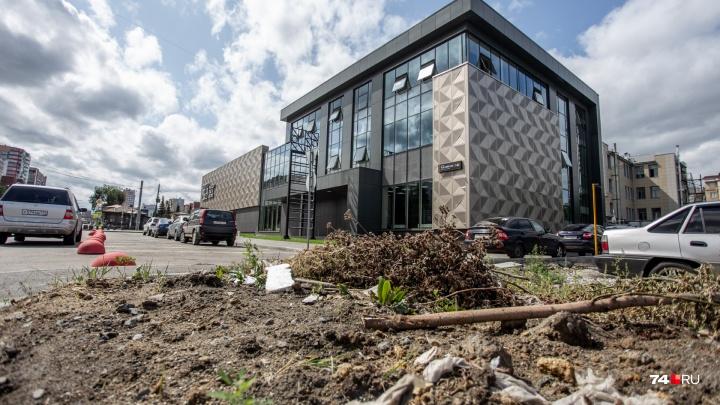 Хоть трава не расти: участок известных бизнесменов изуродовал место возле дизайн-центра в Челябинске