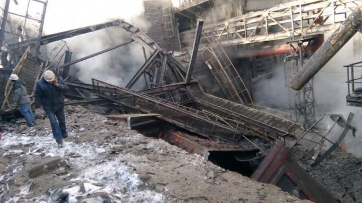 «Технологи пошли греться, и всё обрушилось»: на ММК огромный короб упал на здание, погиб рабочий