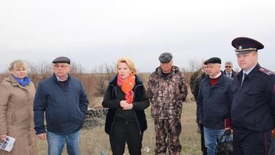 «Не их земля»: депутат назвала чиновников причиной загрязнения природы теплицами под Волгоградом