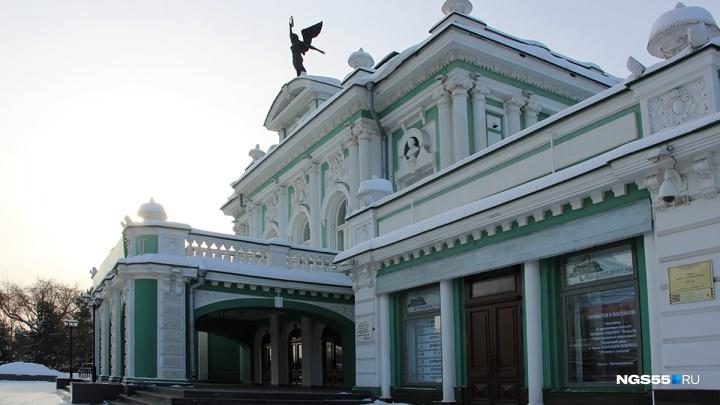 Омский драмтеатр объявил день распродажи билетов на май и июнь