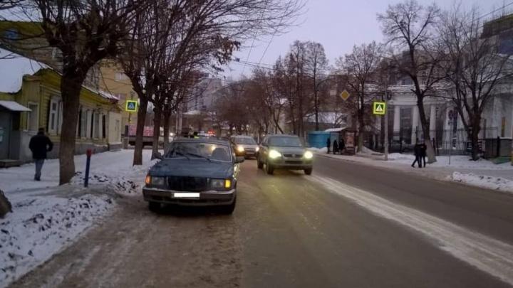 В Уфе под колеса «Волги» попали две школьницы