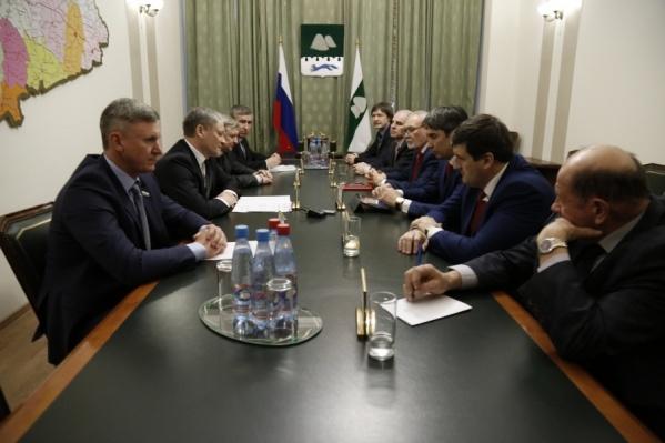 Кокорин обсудил предстоящие выборы с руководителями политических партий в регионе