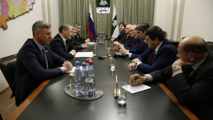 Губернатор Зауралья встретился с представителями политических партий и призвал провести выборы президента честно и законно
