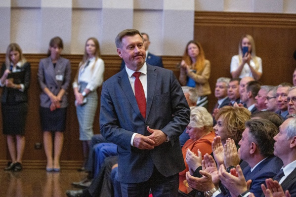 Поздравлять мэра пришли чиновники, спортсмены и бизнесмены