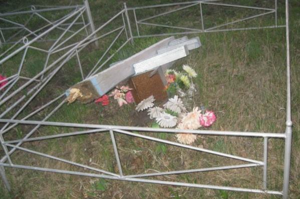 Очевидцы обнаружили опрокинутые надгробия 9 мая