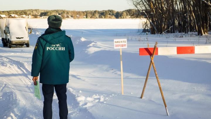 Водитель УАЗа выехал на Иртыш, провалился под лёд и утонул