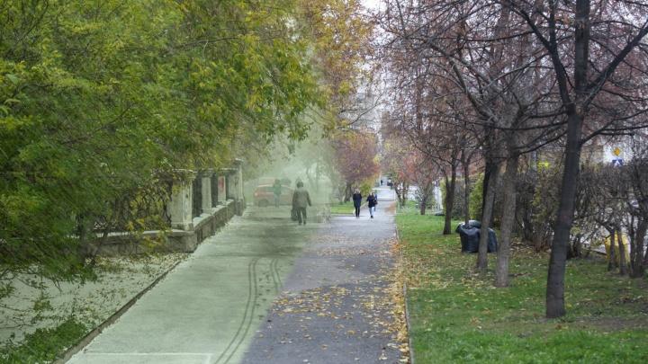 Еще жалуетесь на погоду? Вспоминаем, как год назад на осенний Екатеринбург обрушилась мощная метель