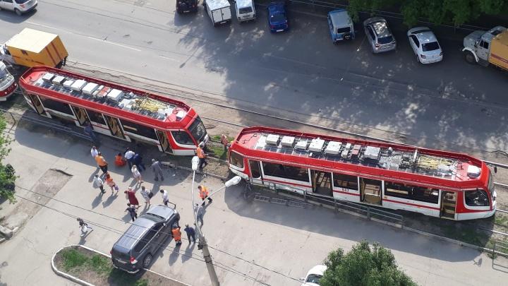 Появилось видео схода трамвая с рельсов на Ставропольской