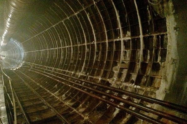 Тоннель метро между Высотной и Копылова, построенный в 90-е.