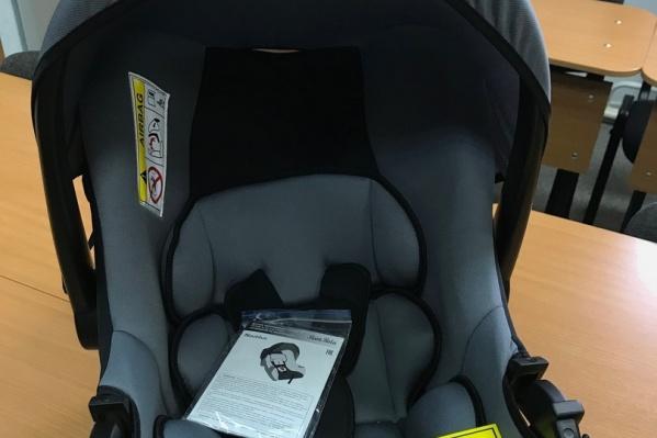 Кресла, предназначенные специально для младенцев. Они обеспечивают их безопасность при перевозке в машине