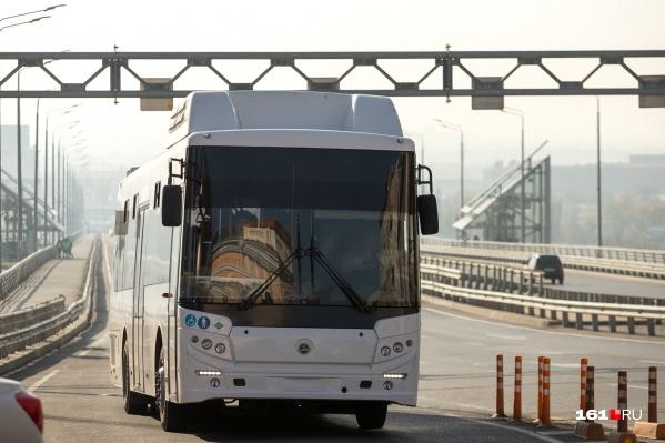 Автобус останавливался на трассе на 11 секунд, но это было из-за пробки
